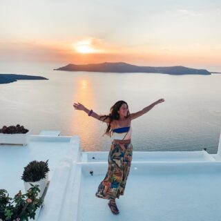 Santorini, where our journey started 4,5 months ago! 🇬🇷  What an unique island with so much to do!  Our favorite memories of this place:  🌅 Watching the sunset in Fira with a beer in our hand from the supermarket   🏎 Exploring the island on a quad and taking way too many risks to visit a beach   🍷🕯 One of those super romantic dinners with great ambience and delicious food at Metaxi Mas  🤩 The feeling when we looked at each other and kept saying 'can you believe we're doing this? We're on a world trip. We're IN IT!Ahhh' (this is still happening by the way)  🤸🏼 That feeling after an extremely hard hike with 34 degrees and arriving at the best souvlaki place in town and all the reviews being correct! That souvlaki was HEAVEN and I was very proud of myself for not giving up.   The SANTORINI blog post is online 🇬🇷💙 I'm sure it will make your stay more special when you're there 😊  Let me know what you think! 🥰  Would you like to visit this island?    #worldtrip #santorini #santorinigreece #santoriniisland #greekislands🇬🇷 #ilhasgregas #griekseeilanden #visitsantorini #meettheworld #traveladdict #travelmoments #inspirehertravels #girlsvsglobe #pinktrotters #travelgirlshub #inspiredtravelcouples #adventurecouples #exploretogether #ig_greece_